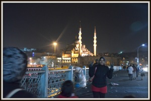 Walking on Galata Bridge. Don't be fooled by the smile sebenarnya dah nak nangis sebab sakit kaki tu hehehe